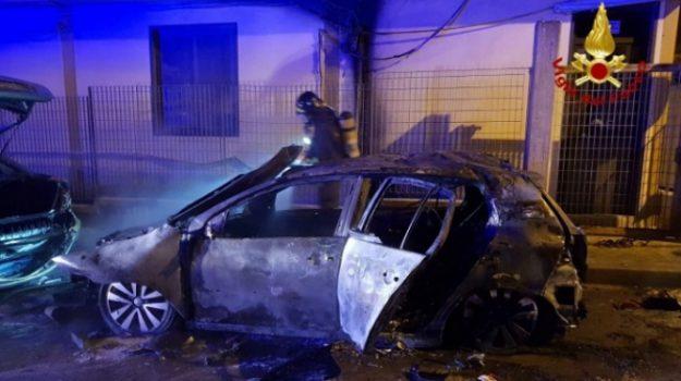 auto in fiamme, incendio, priolo, Siracusa, Cronaca