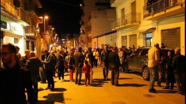 Alcamo, auto su folla, processione, Trapani, Cronaca