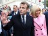 Caos in Francia, Macron è a teatro e i manifestanti tentano un blitz