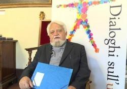«Convivere è necessario»Enzo Bianchi a «Dialoghi sull'uomo» Il fondatore della comunità monastica di Bose (Biella) apre la X edizione della rassegna - Corriere Tv