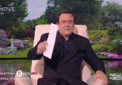 Crozza nei panni di Berlusconi con il pupazzo di Zorro: «Pier Silvio ha detto che lo ha rubato a un bambino» L'interpretazione in «Fratelli di Crozza» in onda su Canale Nove - LaPresse