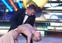 Del Piero a «Ballando con le stelle»: ecco il suo quick step con Maria Ermachkova L'ex capitano della Juventus si è esibito nel programma di Rai 1 - Corriere Tv