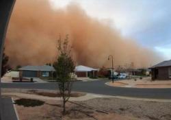 E all'improvviso si fece buio: la tempesta di sabbia avvolge tutta la città Il video in timelapse girato a Mildura, nello stato di Victoria in Australia - CorriereTV