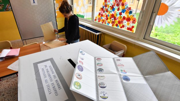 elezioni europee, europee sicilia, Parlamento europeo, Cateno De Luca, Dafne Musolino, Silvio Berlusconi, Vladimiro Crisafulli, Sicilia, Politica