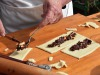 Maria Cristina prepara dolci usticesi (credits foto: Giulia Monteleone)