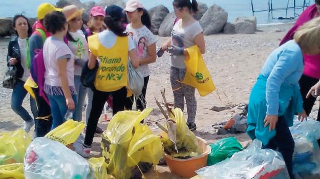 rifiuti messina, spiaggia paradiso messina, Messina, Cronaca
