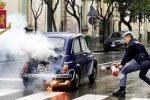 Enna, auto storica prende fuoco: la polizia salva l'anziano conducente