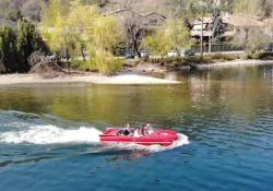 L'auto-anfibio (da noleggiare) sbarca sul lago di Como: ecco come «naviga» sull'acqua Il progetto «Larioland» è nato dall'idea del 27enne Andrea Rotta e punta ad attirare turisti nella zona del Lario con una nuova attrazione - Corriere Tv