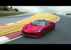 La nuova Ferrari ibrida: con un tocco parte il motore elettrico silenzioso Nelle immagini il rendering e le prove su pista - CorriereTV