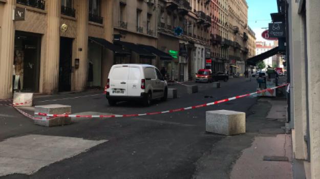 attentato, Lione, pacco bomba, Sicilia, Mondo