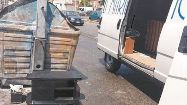 polizia municipale, rifiuti, Messina, Cronaca