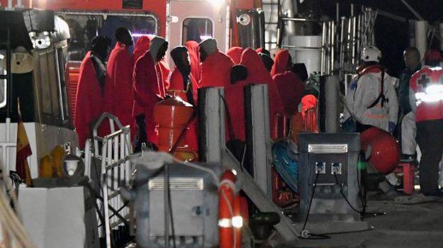 migranti crotone, sbarco migranti crotone, Sicilia, Cronaca