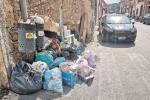 La rivolta degli operatori, rifiuti per strada a Pachino