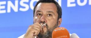 """Europee, Salvini bacia il rosario: """"Ora si torna a lavorare con gli alleati"""""""