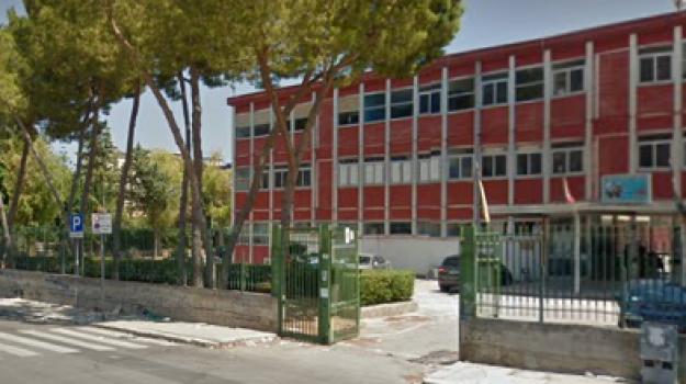 aggressione scuola, bidello picchiato, scuola Domenico Scinà, Palermo, Cronaca