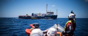 """Sea Watch, la finanza a bordo: nave sequestrata. Salvini: """"Dico a Onu e cardinali che non sbarca nessuno"""""""