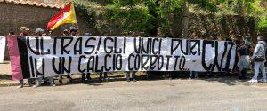 Protesta tifosi del Palermo sotto la Corte Federale