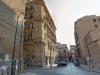 Tenta di rubarle l'auto, lei prova a fermarlo ma il ladro la investe: ragazza ferita a Palermo
