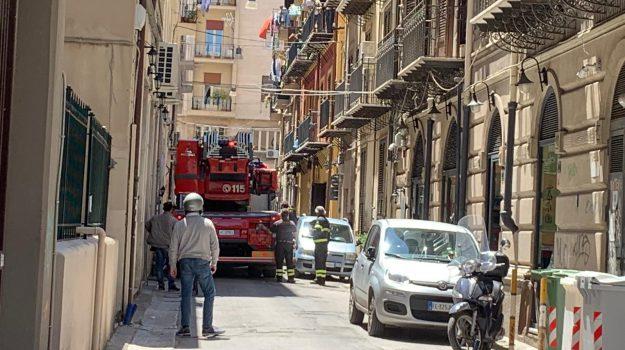 via Velasquez, vigili del fuoco, Palermo, Cronaca