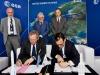 La firma del contratto di lancio della missione Juice tra Esa e Arianespace. (fonte: ESA - P. Sebirot)