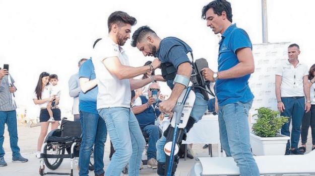 esoscheletro, sedia a rotelle, Andrea Tambè, Ragusa, Cronaca