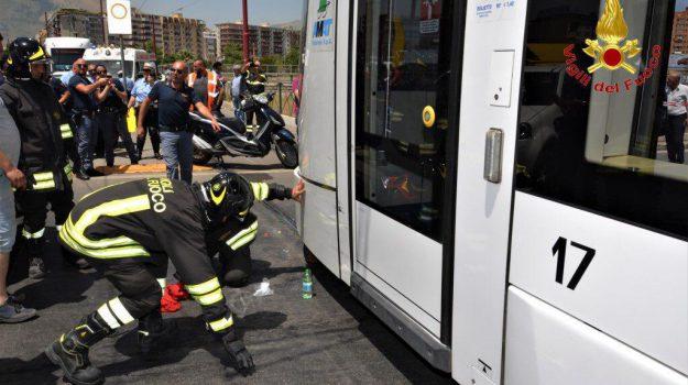 incidente, tram, via leonardo da vinci, Palermo, Cronaca