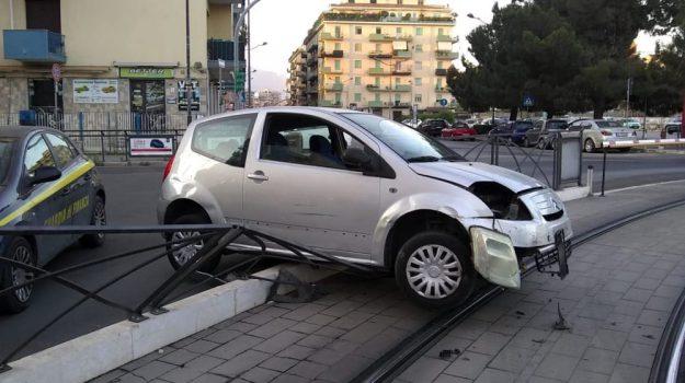 incidente, terminal Notarbartolo, tram palermo, Palermo, Cronaca