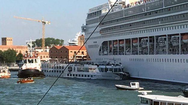Battello, incidente Venezia, nave da crociera, Sicilia, Cronaca