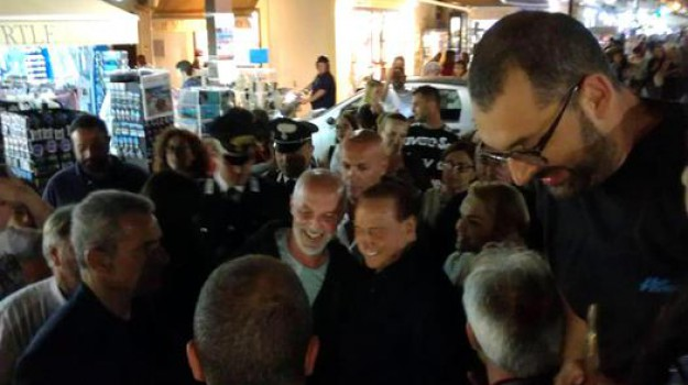 Berlusconi a Lampedusa, forza italia, Silvio Berlusconi, Agrigento, Cronaca