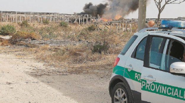 agricoltore, fumarole, inquinamento ambientale, Ragusa, Cronaca