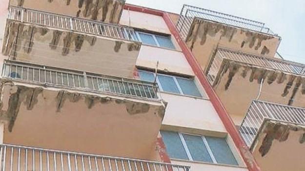 Scoglitti, strada transennata: trenta famiglie fuori casa