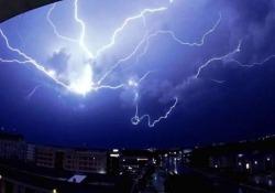 Bellissima e inquietante: la tempesta di fulmini in slow motion La cittadina di College Station, in Texas, è stata colpita da una tempesta di fulmini nella serata del 16 giugno - CorriereTV