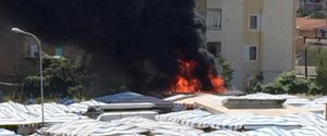 Esplosione al mercato di Gela, 6 in prognosi riservata: indagini sul proprietario del furgone