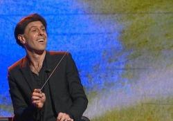Ezio Bosso racconta «Che storia è la musica» in prima serata su Rai 3 Tra gli ospiti Luca Bizzarri, Enrico Mentana, Gino Strada e molti altri - CorriereTV