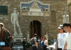 Firenze, il giorno della camera ardente di Zeffirelli L'omaggio dei fiorentini - CorriereTV