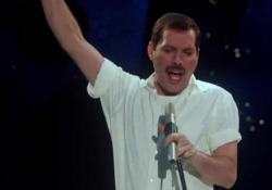 Freddie Mercury, spunta la registrazione inedita di «Time» Il brano fu cantato nel 1986 in occasione dell'omonimo musical di Dave Clark, musicista e amico del frontman dei Queen  - CorriereTV