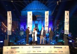 Il Drone Light Show a Torino: lo spettacolo dei droni Anche quest'anno  il Comune ha voluto i droni per la cerimonia di chiusura dei festeggiamenti di San Giovanni, per sostituire i fuochi d'artificio, considerati più rumorosi, nocivi per gli animali, e inquinanti. I droni Intel Shooting...