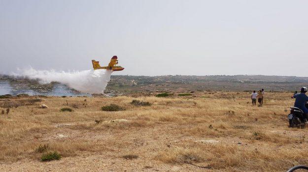 centro di raccolta, incendio, Lampedusa, rifiuti, Agrigento, Cronaca