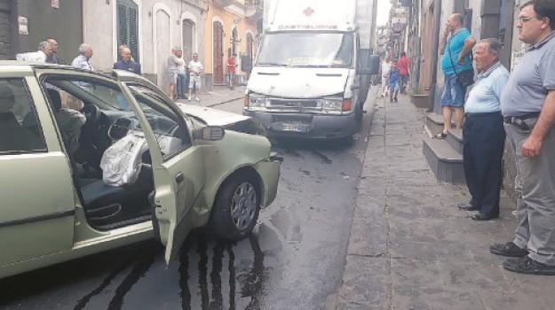 adrano, catania, Incidenti, santa maria di licodia, Catania, Cronaca