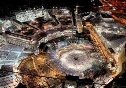 La Mecca: migliaia di fedeli girano attorno alla Kaaba Oltre due milioni di fedeli hanno attraversato la Grande Moschea della Mecca il 1° giugno - CorriereTV
