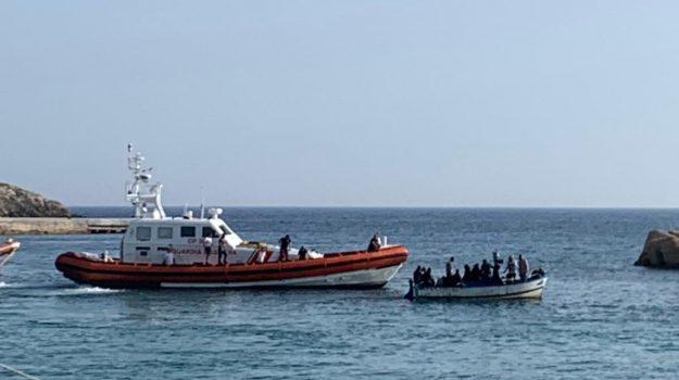 Lampedusa, migranti, mini-sbarchi, navi ong, Totò Martello, Agrigento, Cronaca
