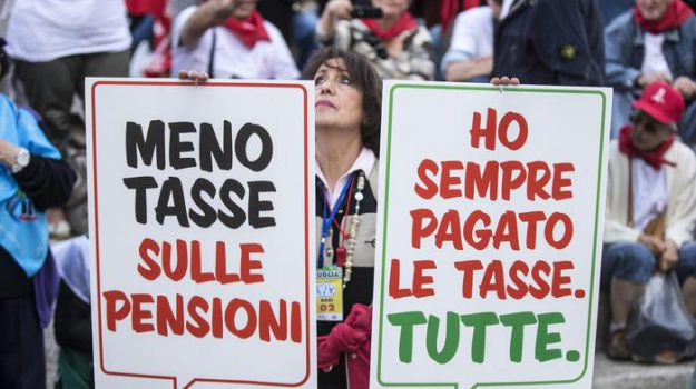 anziani, manifestazione, Sicilia, Economia