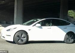 Questo guidatore si è addormentato al volante della sua Tesla in autostrada Il filmato catturato da un altro automobilista in California - CorriereTV