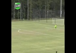 Usa, il pallonetto è da fuoriclasse: segna da centrocampo Il gol di Chris Brennan, attaccante dei Charlotte Eagles, squadra della seconda divisione del campionato americano - Dalla Rete
