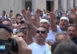 Whirlpool, i lavoratori contestano l'ad La Morgia Dopo l'incontro al Mise, l'imprenditore ha annunciato che il sito di Napoli non sarà chiusa e che la concertazione continuerà d'accordo col ministro Di Maio e con i sindacati - CorriereTV