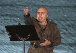 Zingaretti commuove il pubblico: «Se fosse vostro figlio ad avere bisogno di un rene?»  L'attore al Festivaldera nell'Anfiteatro Triangolo Verde di Legoli con la lettura di «Poco piu che persone» - CorriereTV