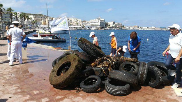 marevivo, Pantelleria, pneumatici abbandonati, Trapani, Cronaca
