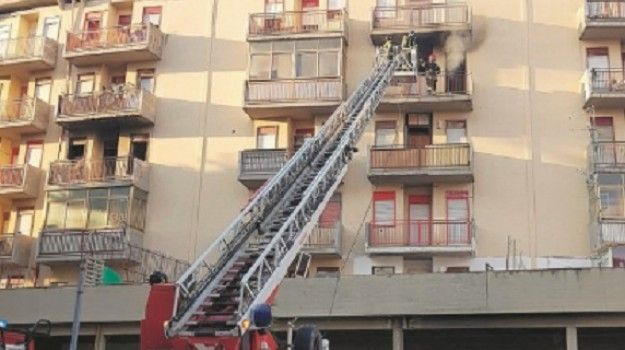 incendio, via Emilia Romagna, Trapani, Cronaca