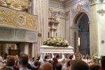 I funerali nella chiesa di San Giovanni Battista