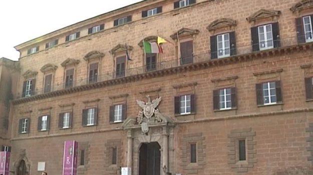 precari, regione, Sicilia, Economia